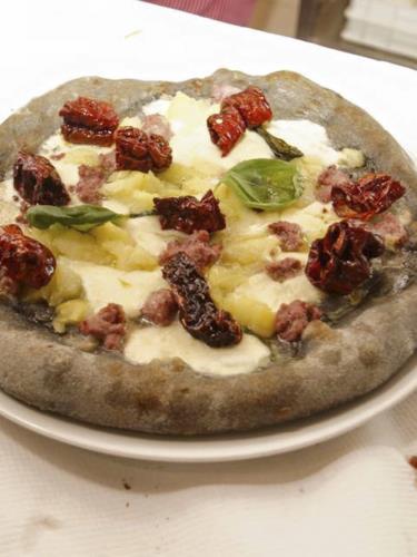 Pizza cornicione alto