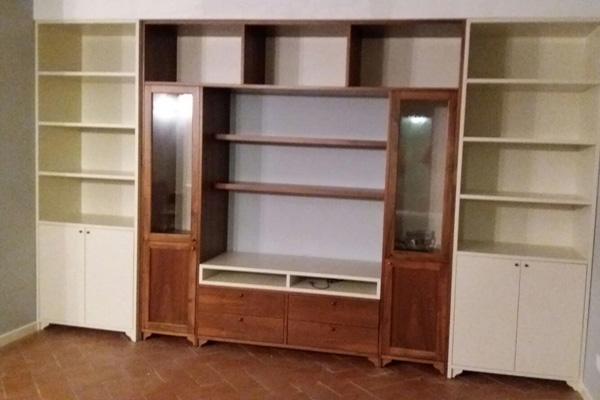 libreria in legno Monticelli Brusati, Brescia, Lago d'Iseo, Franciacorta