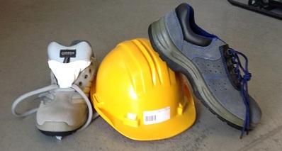 scarpe e caschetto antinfortunistica