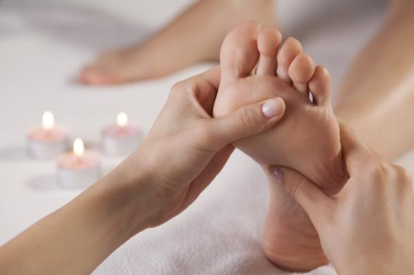 massaggio plantare a zone